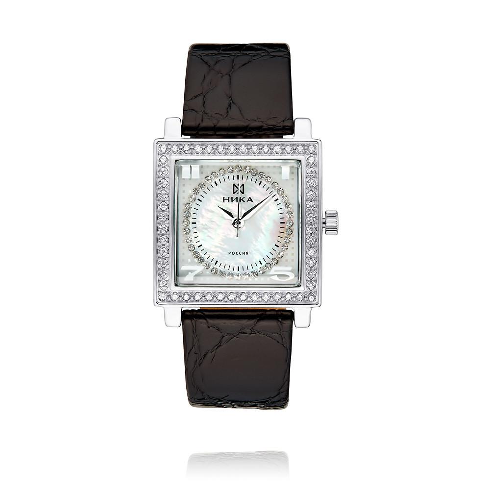 Часы из белого серебра 925 пробы с фианитом
